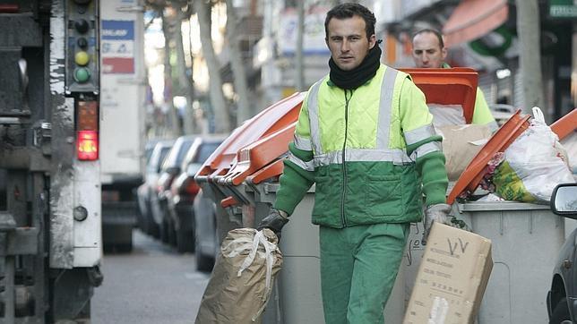 Los españoles sonríen con los servicios públicos municipales.