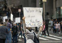 """""""Fake News cartel manifestación"""""""