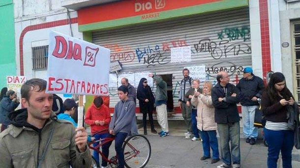 Los franquiciados de DIA protestan contra la compañía. Foto cedida por ASAFRAS