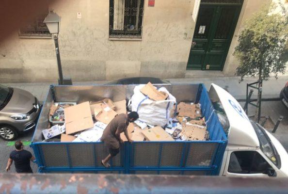 Así se roba cartón en Madrid