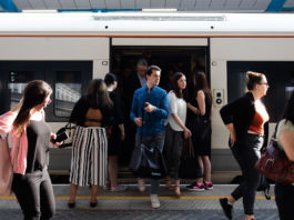 El Reino Unido arresta a un segundo sospechoso por ataque terrorista en un tren