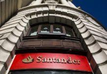 Banco Santander genera colas de hasta una hora en sus cajeros.