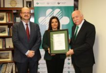 Foto de Entrega certificado Medio Ambiente CO2 Verificado,