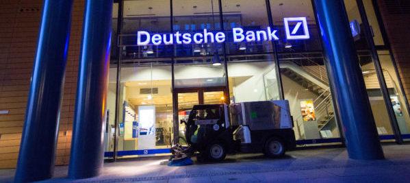 Bruselas tira piedras a posibles fusiones como bbva con for Oficinas de deutsche bank