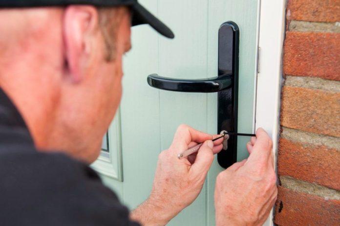 Abriendo una puerta sin llave