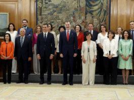 Pedro Sánchez, presidente del Gobierno, el Rey Felipe VI y el resto de ministros.