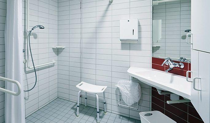 Decobath enumera consejos y normativa para adaptar un baño ...