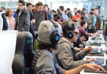 Foto de Asistentes al festival prueban diferentes juegos