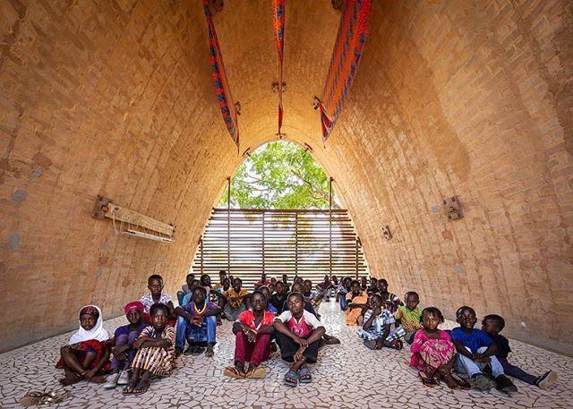 Foto de La comunidad de Thionk-Essyl (Senegal), en su futura escuela