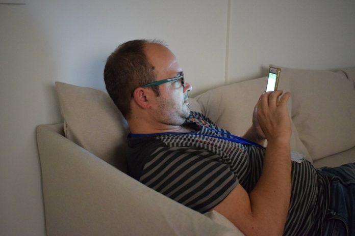 Foto de Usar el móvil antes de dormir afecta al sueño