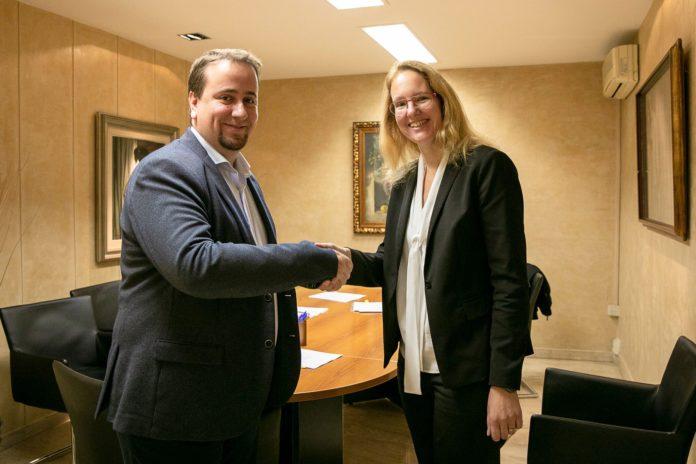 Foto de ESP: Miriam Lindhorst y Pablo Calleja, Director General de