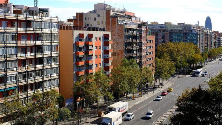 Los compradores en Cataluña buscan viviendas más grandes y fuera de Barcelona