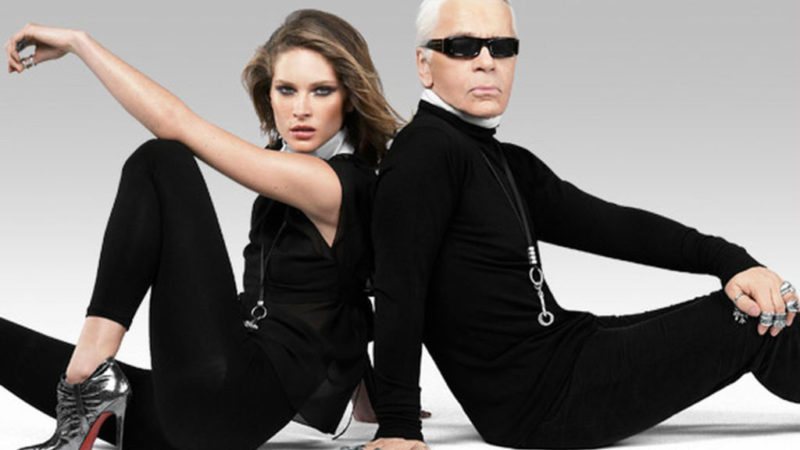 Karl Lagerfeld posando