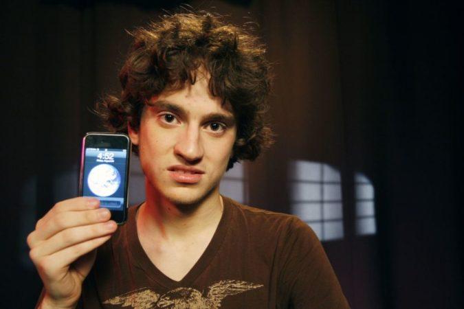 George Hotz con un iPhone
