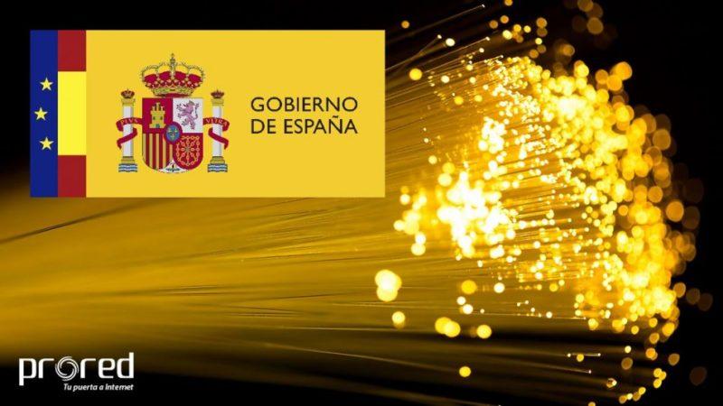 Fibra óptica y logo del Gobierno de España