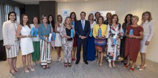 Gonzalo Gortázar con las ganadoras territoriales del Premio Mujer Empresaria CaixaBank 2019.