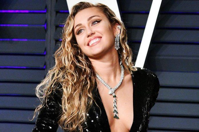 Miley Cyrus Angelina Jolie