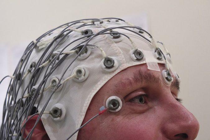EEG, tecnología no invasiva con Internet