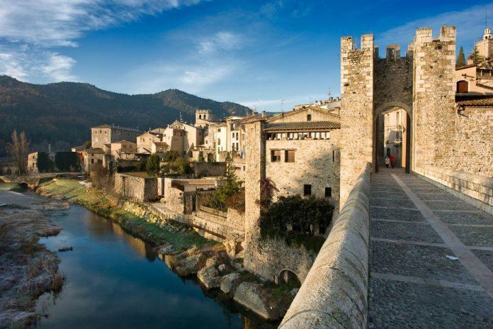 Puente de pueblos medievales de España