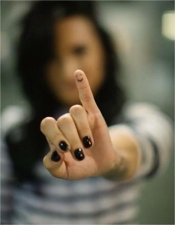 tatuaje en el dedo meñique