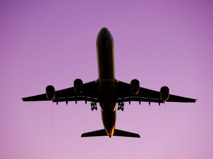 Vueling, Easyjet - Avión despegando