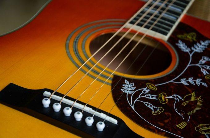 Afinar guitarra con Alexa