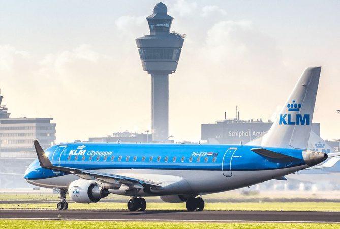 Avión de KLM, más puntual que EasyJet y