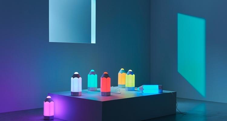 Colorida mesa de Ikea para tu dormitorio