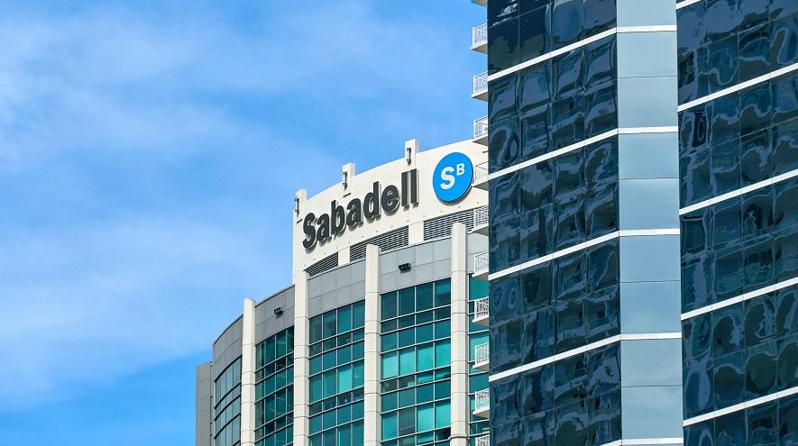 Sabadell reorganiza sus negocios y retrasa su Plan Estratégico ante posibles ventas