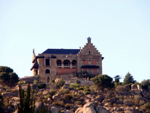 El Canto del Pico, lugares abandonados