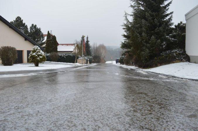hielo en la carretera