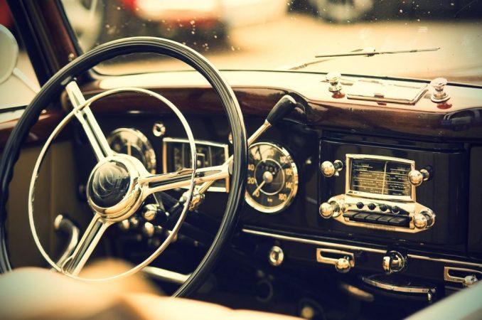 Coche viejo, tecnología conducción