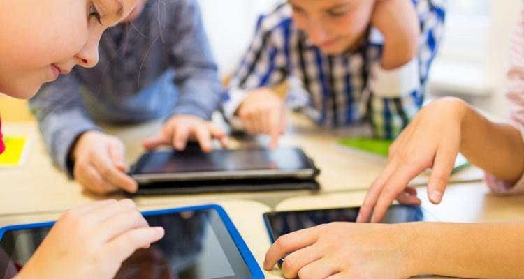 Deberes telemáticos; niños, internet