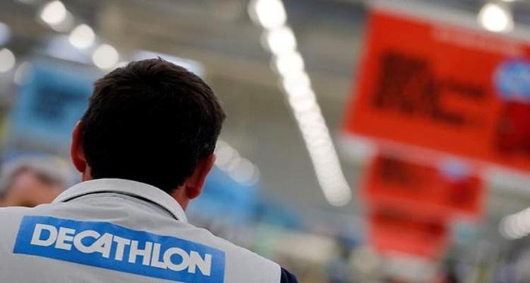 Trabajador Decathlon deporte