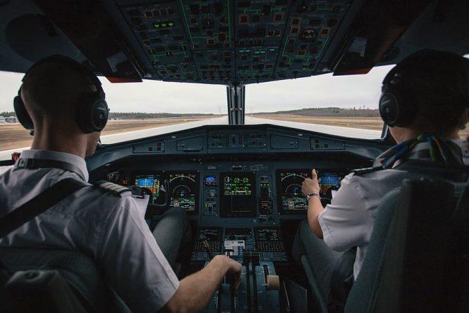 secretos aviación, piloto y copiloto en cabina