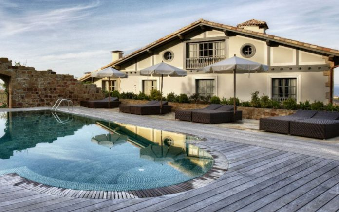 casas rurales piscina