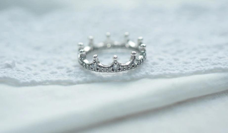 anillo tiara