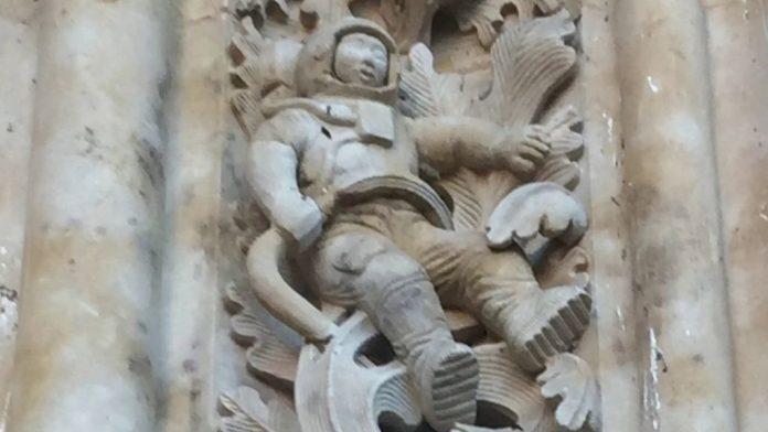 astronauta-catedral-salmanca-gazapos