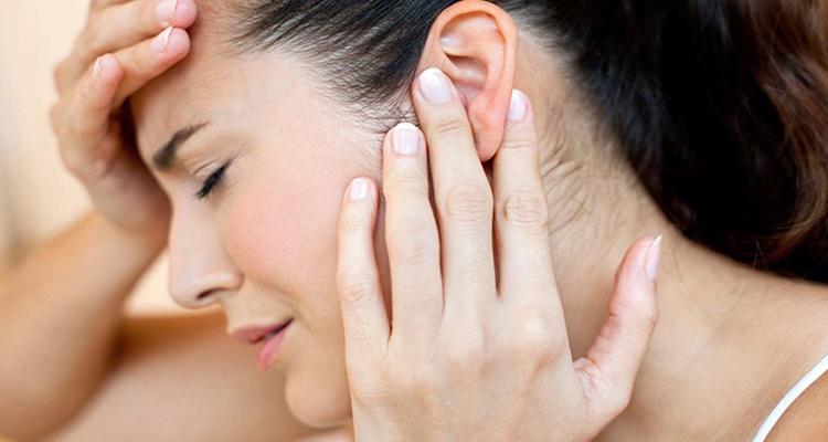 Cómo quitarte el agua de los oídos si se te taponan en la piscina o la playa