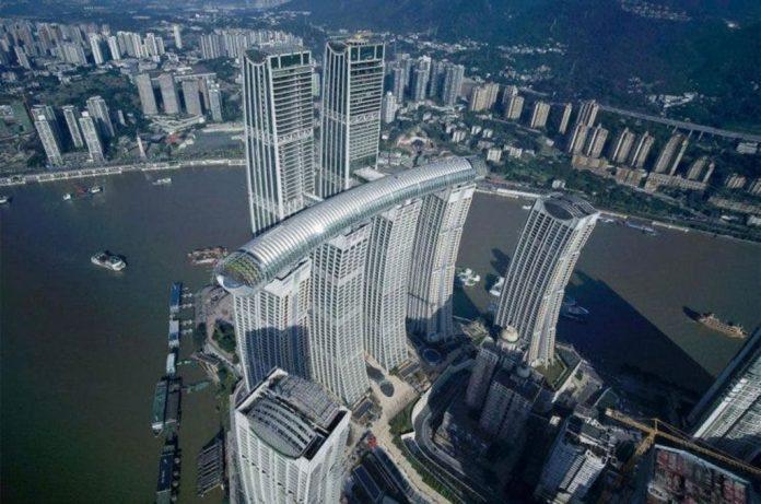 The Crystal, rascacielos horizontal de China