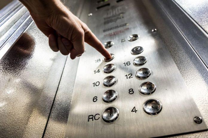 ascensor, mascarilla