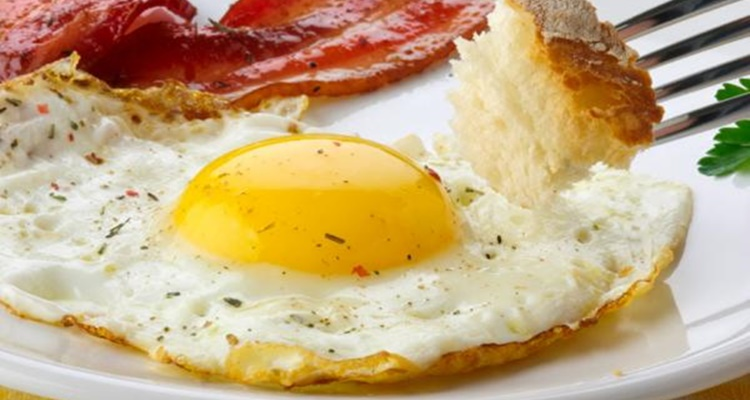 Huevos fritos jamón ajos