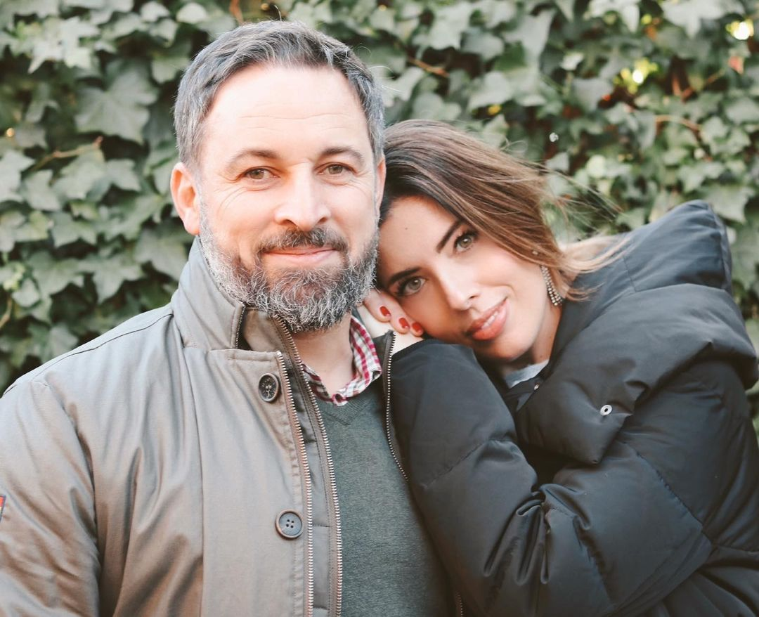 amor entre políticos y famosos Santiago Abascal y Lidia Bedman amor a golpe de followers y haters