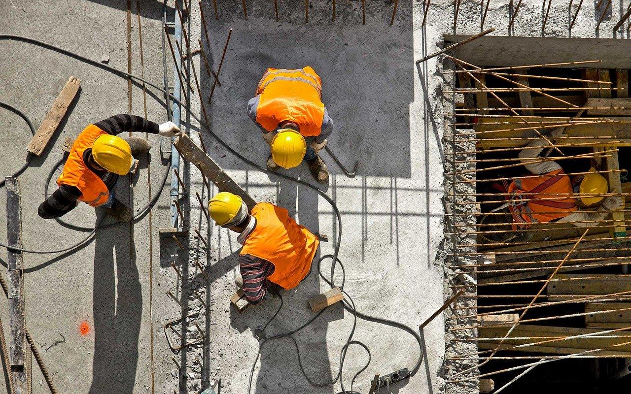 La construcción pide trabajadores y revisar los precios de la obra pública
