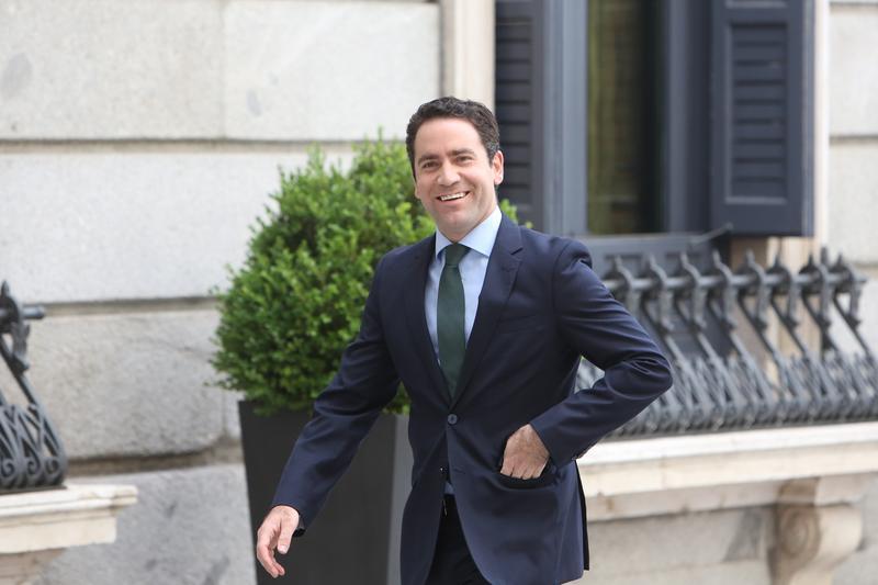 Teodoro abre una caza de brujas en el PP contra los políticos que se hayan vacunado