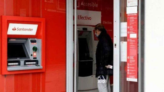 Los grandes bancos españoles recortaron un 10% sus comisiones netas en 2020