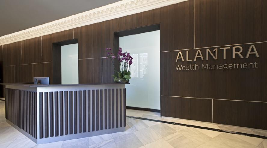 Alantra vacía sus cuentas corrientes en los bancos españoles por el cobro a los depósitos