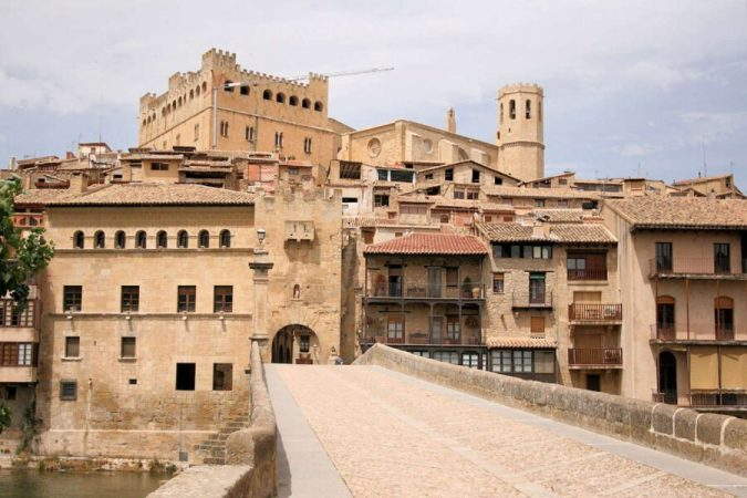Debes de visitar Valderrobres ubicado en Aragón