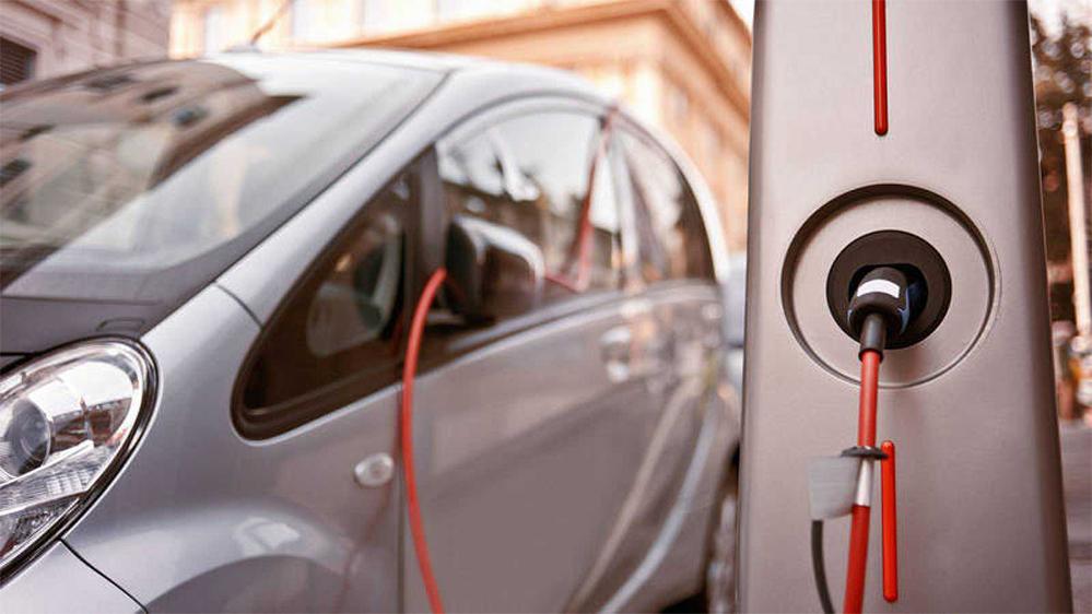 Naturgy cede en la carrera de la movilidad eléctrica ante Iberdrola y Endesa