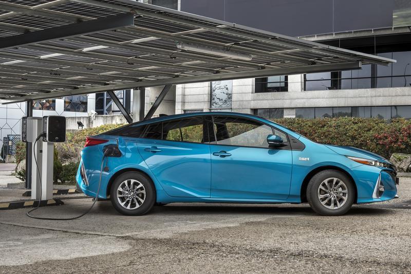 Aedive y Ganvam piden un cambio en la fiscalidad que reduzca el precio de los vehículos eléctricos
